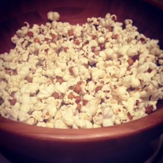 Savoury popcorn and chickpeas